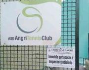 Angri, sigilli al  campo da tennis