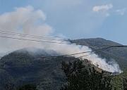Incendio lungo strada Valico di Chiunzi, si sconsiglia il transito