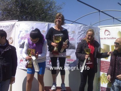 Podio Donne I trail Angri